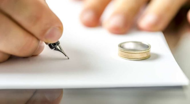 4 Reasons Why It's Suggested To Consult a Divorce Lawyer for Applying For Divorce